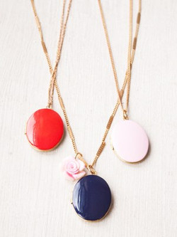 beauty-trends-blogs-daily-beauty-reporter-2013-10-14-InstaCraft-Locket