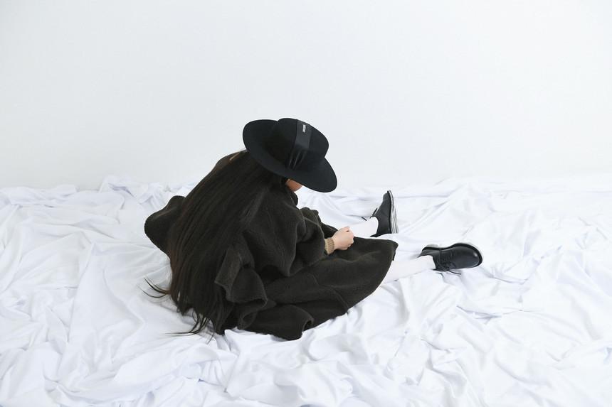 bolero hat, boa long coat, velours tops, gauze pants