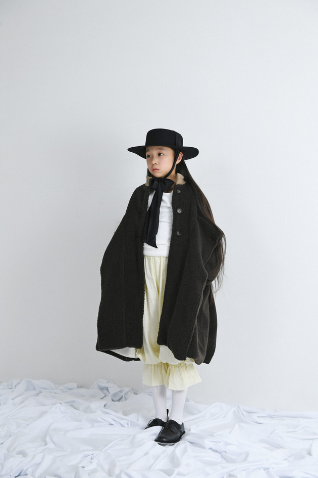 bolero hat, boa long coat, velours tops, gauze pants