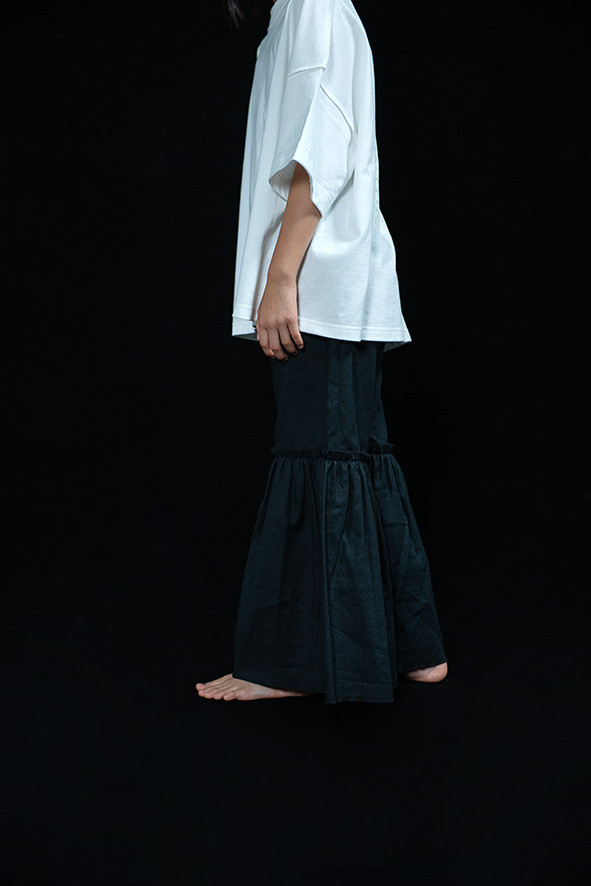 peace rocket tee, linen frill long pants