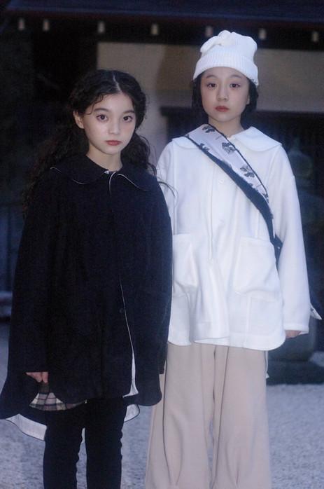 left: melton knit coat, check mini dress, ribbon knit leggings right: tied beanie, melton knit coat, fur shoulder bag, sweat pants