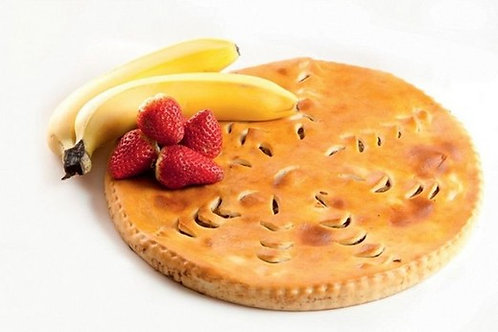 Пирог с бананом и клубникой