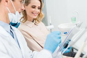 hasta ve diş hekimi danışma