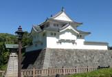 駿府城公園で復元が進められていた坤櫓が外観が現れた。