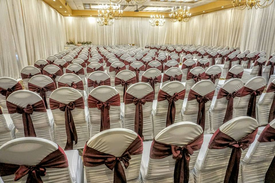 White Rouge Chair Cover