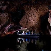 テアナウ洞窟