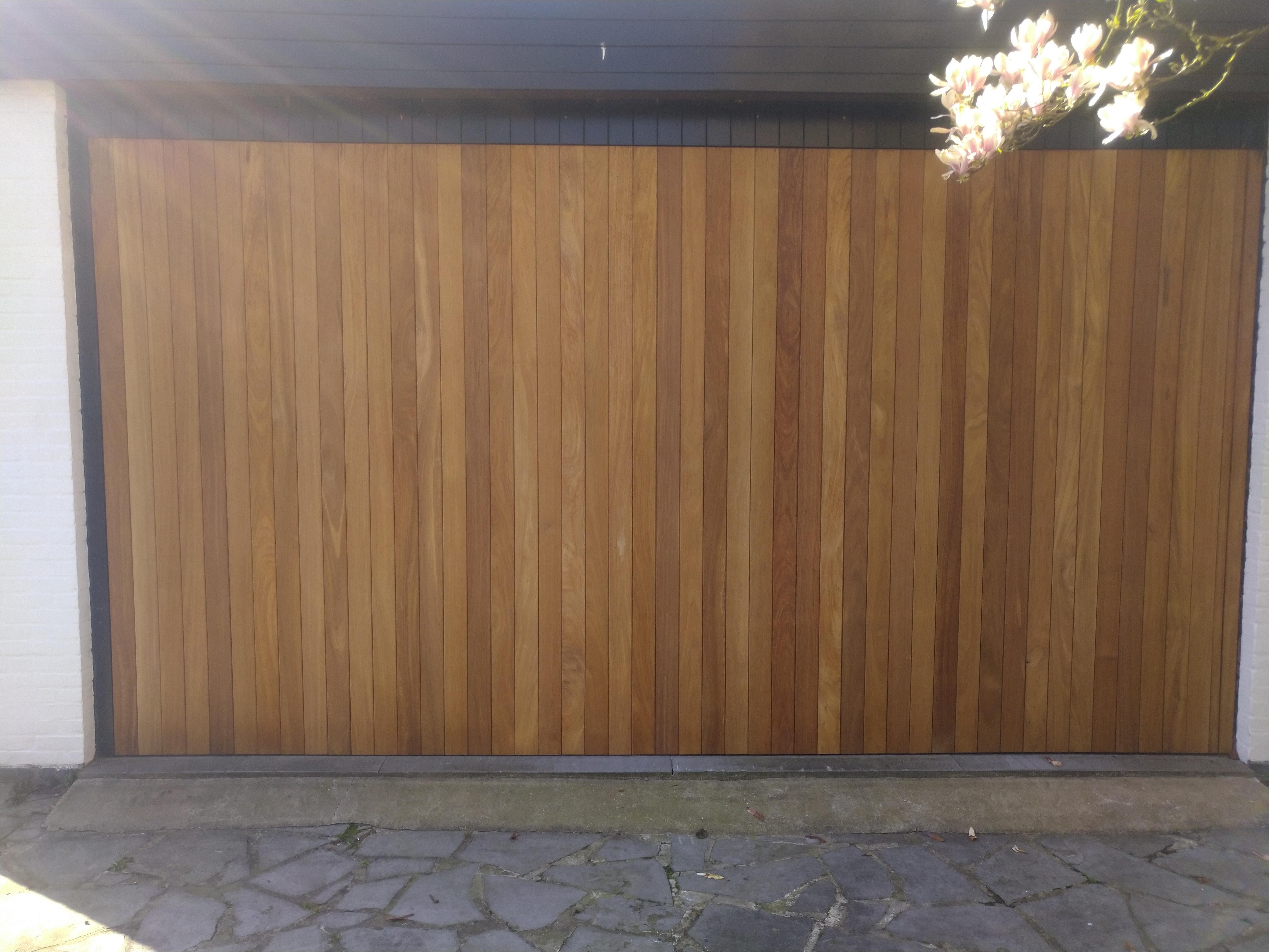 Herstelde garagepoort