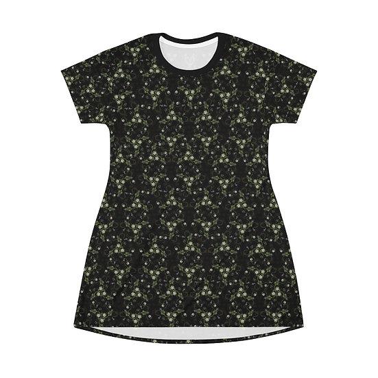 """""""Belladonna Triskele Knotwork""""  T-Shirt Dress"""