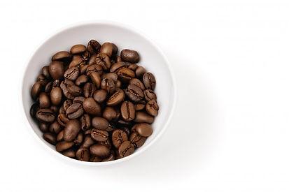 grains-cafe-dans-tasse-blanche-isole_762