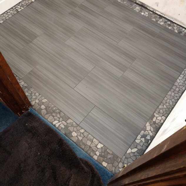 "United Tile Gazzini Met  ANTRACITE"" 12X24  Border- United Island Pebbles Aberdeen Gray 4x11 border"