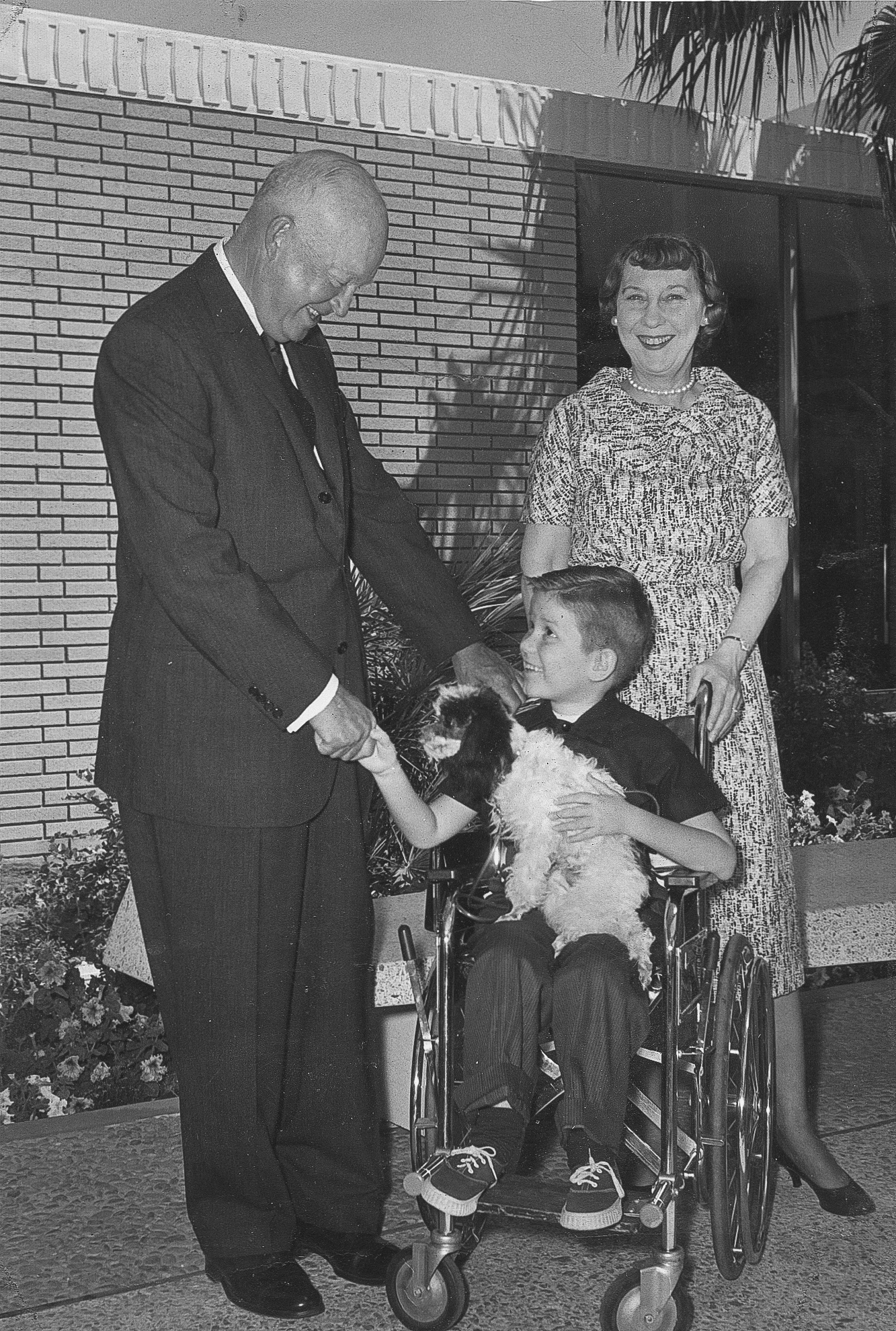5-14 Dwight and Mamie Eisenhower with bo