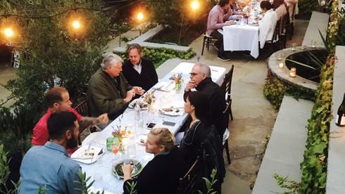 1000 DINNER TABLE CONVERSATIONS