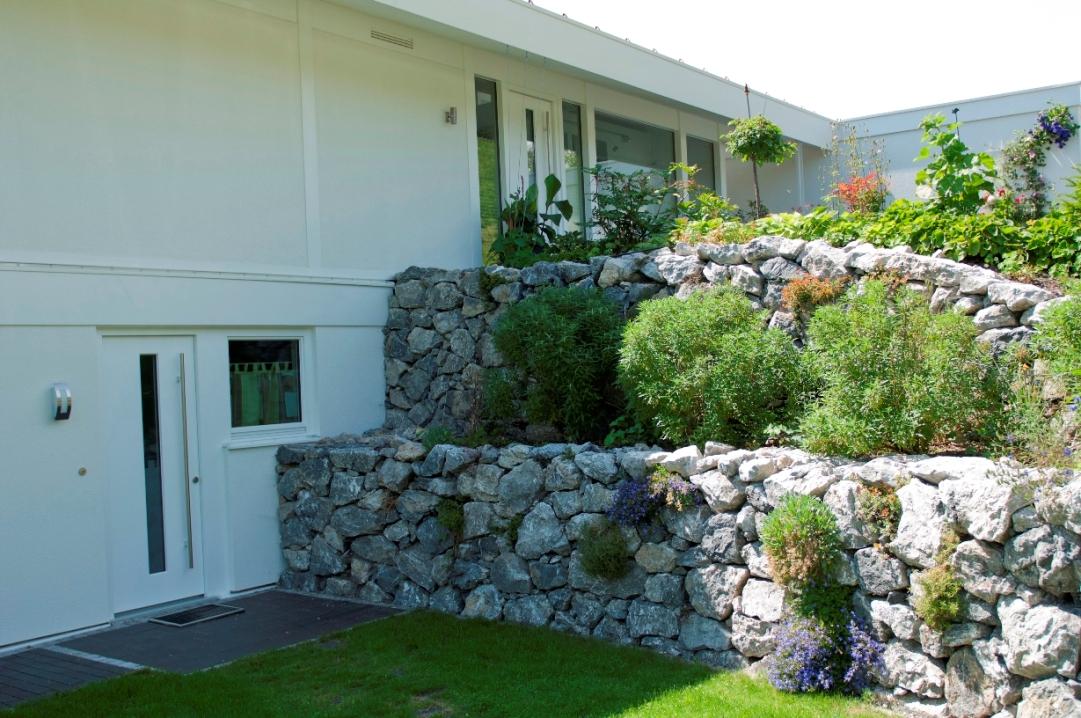 Terrasse Naturstein Mauern