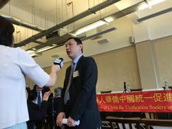 全英华人华侨中国统一促进会秘书长  朱良玮医生接受CCTV采访.JPG