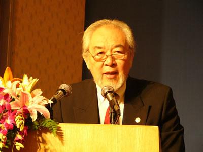 全英华人华侨中国统一促进会会长单声在大会上发言
