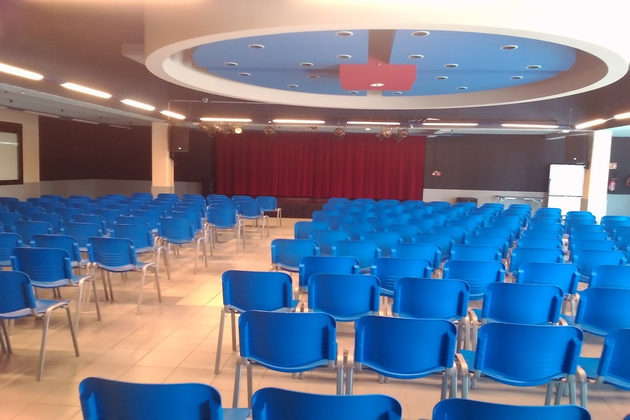 salle de spectacle1 (1280x960).jpg