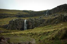 vodopády kdesi v horách