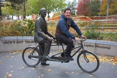 Jack Layton memorial a Honzík