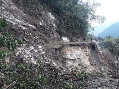 Seis derrumbes mantienen cerrada la vía Curos - Málaga