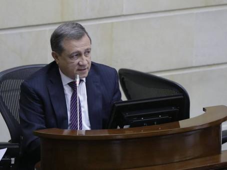 Estudian muerte política del Senador Macías