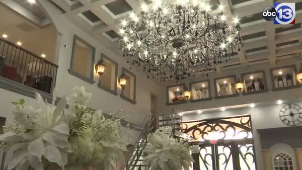 💅🏼TREAT YOURSELF! The mansion nail spa in Cypress announced its grand opening date. The 8,500 sq. ft. space features a massive chandelier,  70 pedicure chairs, a kid's area and man cave.  http://abc13.co/2utS9Bk