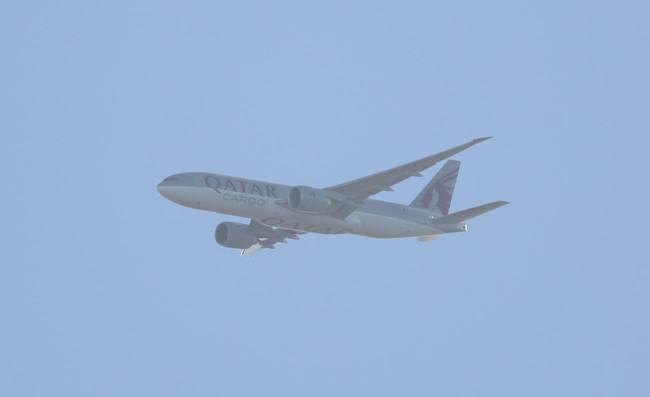 Qatar Cargo 777 001.JPG