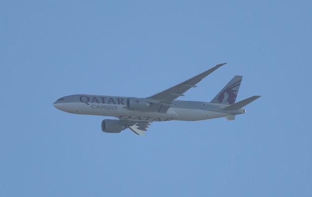 Qatar Cargo 777 006.JPG