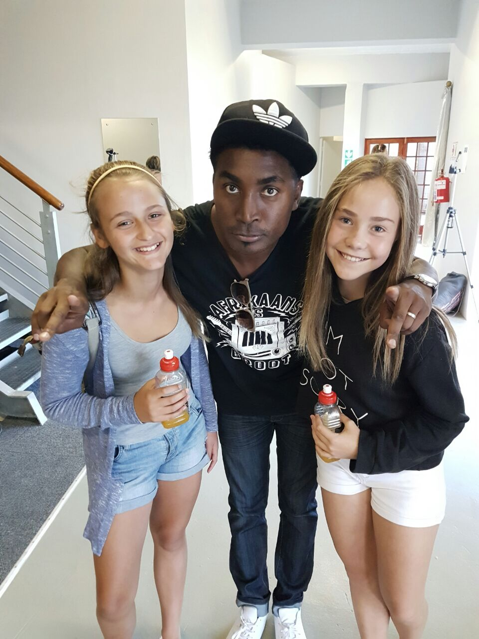 Henties Juices with Emo Adams and Fans
