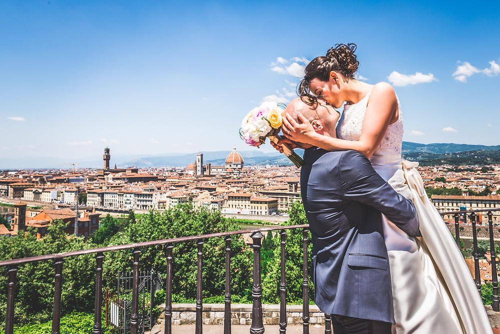 wedding photo in piazzale michelangelo