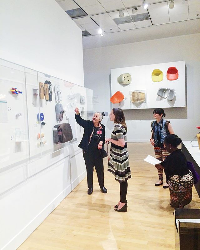 One of Art Focus's participants telling us what she thinks about the design evolution of shoes 👡👠�