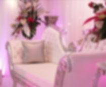Location de mobilier, Location de table ronde, location de trône de marié, location coin de mariés table rectangulaire en Suisse, Lausanne, Fribourg, Valais, Genève, Montreux, Sion, Neuchatel, Vevey