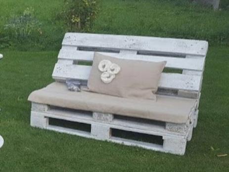 Canapé en palettes blanches