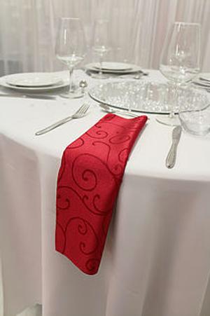 Serviette damassée rouge