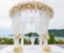 Location de mobilier, cérémonie laique, huppa, cérémonie de mariage eLocation de table ronde, table rectangulaire en Suisse, Lausanne, Fribourg, Valais, Genève, Montreux, Sion, Neuchatel, Vevey extérieur,