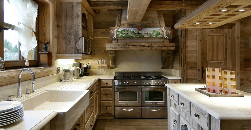 Кухни Нос-Астра из массива и шпона