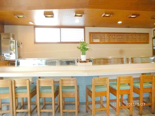 寿司店カウンター