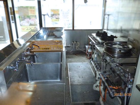 ラーメン店厨房
