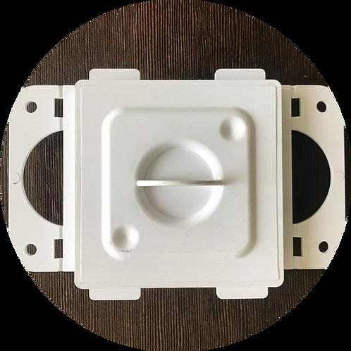 Монтажная рамка для пневморозетки пластик белая с крышкой