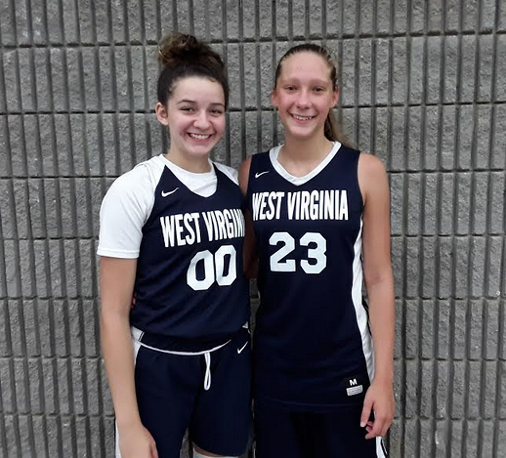 Mickayla Perdue (#00) and Baylee Goins of WV Thunder 2021 Lupardus (PC: Bob Corwin)