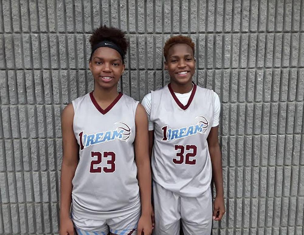 Jessica Timmons and Nia Daniel (#32, MVP) of 1 Dream Blue 17U (PC: Bob Corwin)