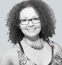 Miriam Miranda é cenógrafa, artista visual e arteterapeuta na Tijuca, Rio de Janeiro..