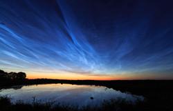 Noctilucent_clouds_over_Uppsala,_Sweden.