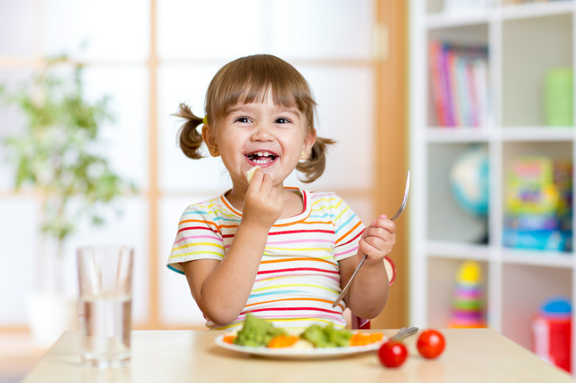 child self feeding