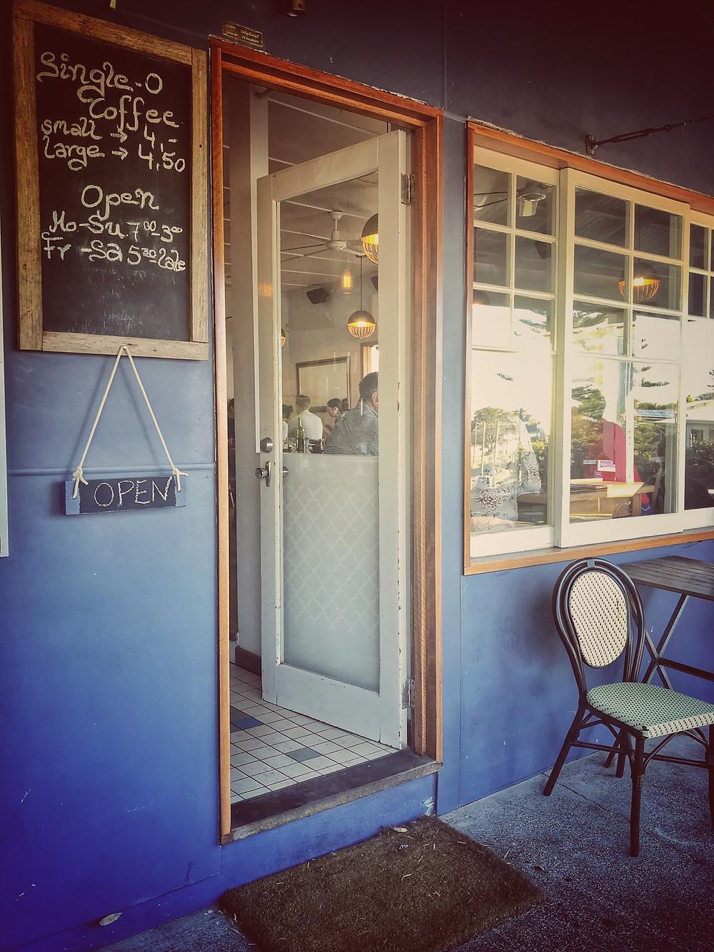 clovar-creative-the-blue-swimmer-restaurant-gerroa-shoalhaven-front-doorway
