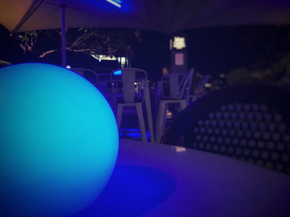 clovarcreative-blue-oasis-sydney-restaurant-review-blue-light