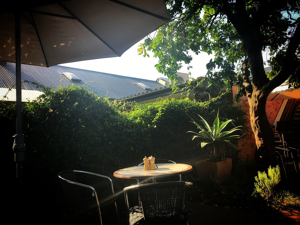 clovar-creative-bookshop-cafe-berry-nsw-shoalhaven-courtyard