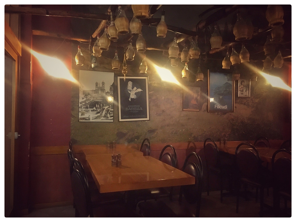 filicudi-five-dock-restaurant-italian-food-clovarcreative-interior-chianti-bottles