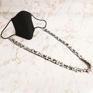 mascarilla negra con perlas mimage.jpg