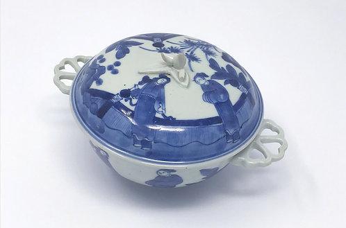 A very rare 17th C Japanese Arita export 'ecuelle' (broth bowl & cover), c1680