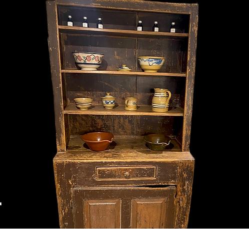 An early 19th C Quebec pine open dresser / vaisselier ouvert en pin